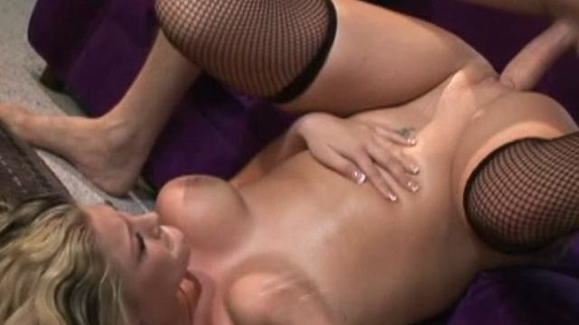 Blonde Lassie Bailey Will Get Her Mouth Done