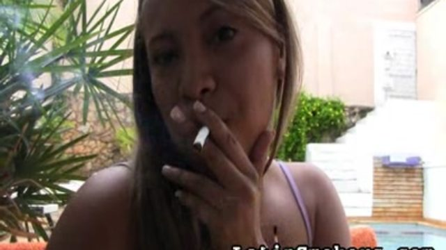 Utter Figured Stunner Makes Smoking So Fabulous
