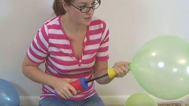 Harmless Wanting Beginner Teen Babe Heidi Taking Part In With Balloons