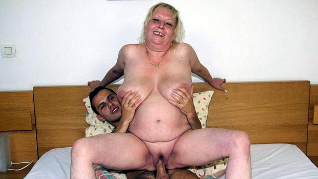 Obese Elder Hoe Absorbs Dick
