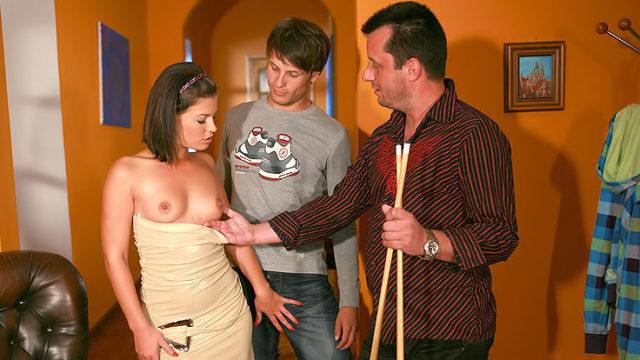Spunky Wifey Screws Stranger