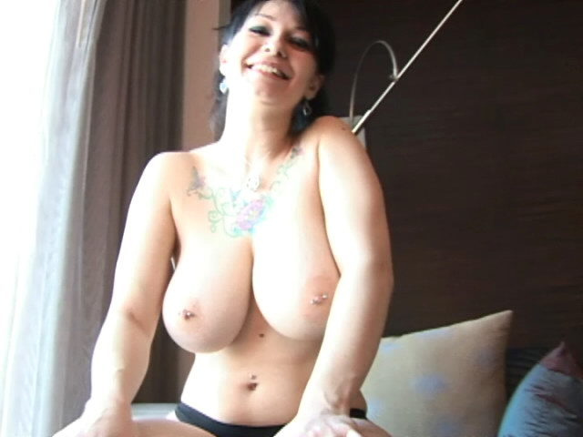 Mouth-watering Dark-haired Nubile Jennique Displaying Her Ginormous Garbos