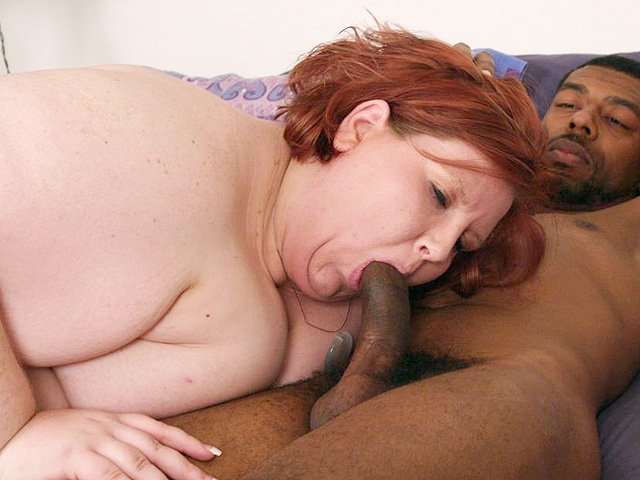 Chunky Bbw Provides Oral