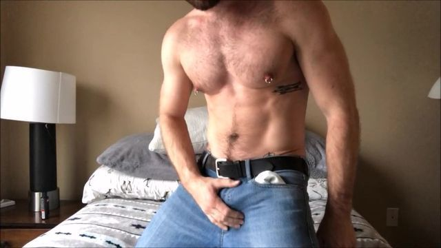 Stud With Brilliant Muscle Tissue Wanks Off On Cam